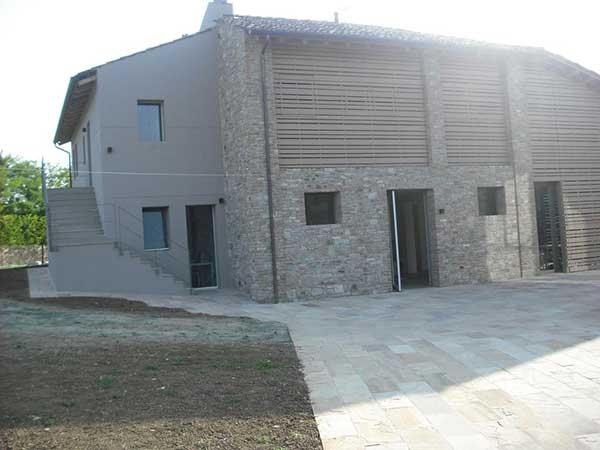 Ristrutturazione villa moderna con finiture photo for Fare una villa