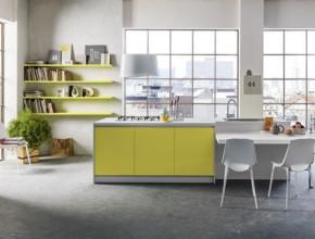 Stile nordico in cucina: calore, luce e colore.  Finiture: Sherwood bianco + laccato opaco giallo