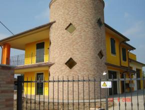 Villa Monte Cremasco con serramenti in alluminio Metra e scuri
