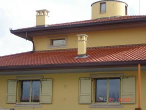 Villa San Martino con serramenti e scuri in alluminio Metra