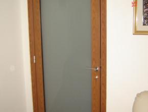 Porta interna in alluminio Douglas e vetro satinato
