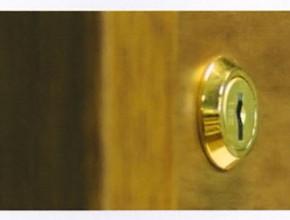 Dettaglio serratura in ottone