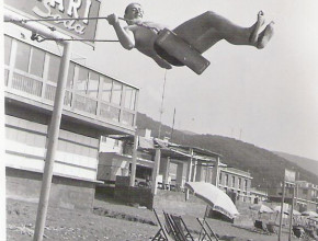 Anno 1966 -   Altalena Campari ai Bagni Nini -   Un ringraziamento particolare alla famiglia Bacuzzi per la gentile concessione di questa immagine.