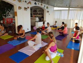 La serata di yoga di giugno