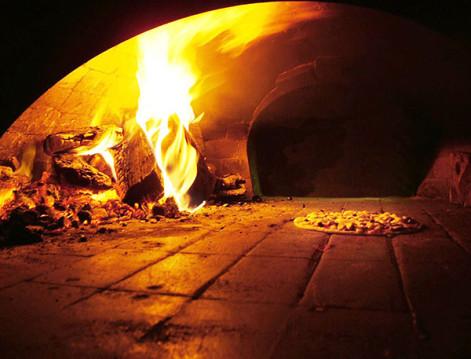 pizzeria-con-forno-a-legna