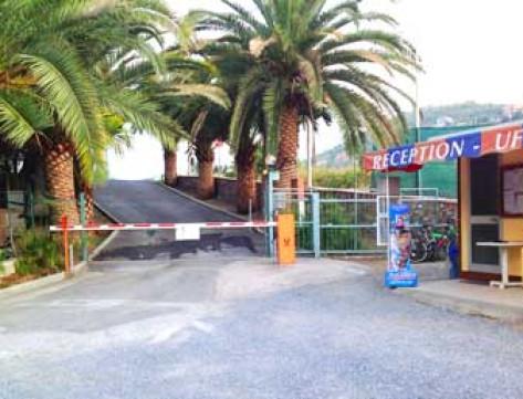 Bungalow campeggio piani for Piani di bungalow classici