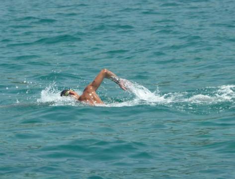 corsi-di-nuoto-in-mare-per-bambini-e-adulti