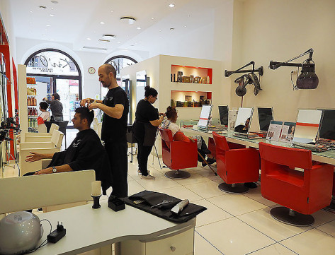 Salone parrucchiere kir 39 o parrucchieri centro estetico for Arredamento parrucchieri milano