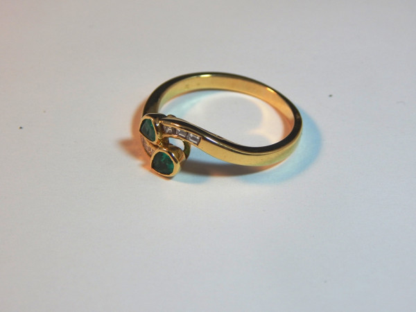 Anello con smeraldo e diamanti immagine 1