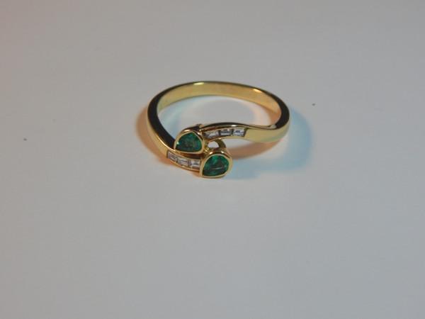 Anello con smeraldo e diamanti immagine 2