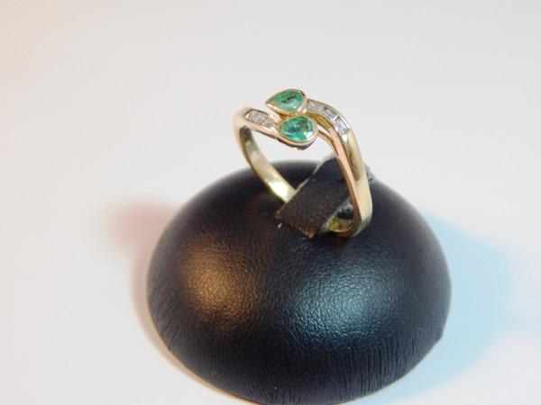 Anello con smeraldo e diamanti immagine 4