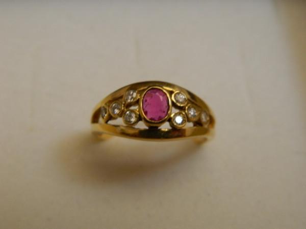 Anello con Rubino e Diamanti immagine 1