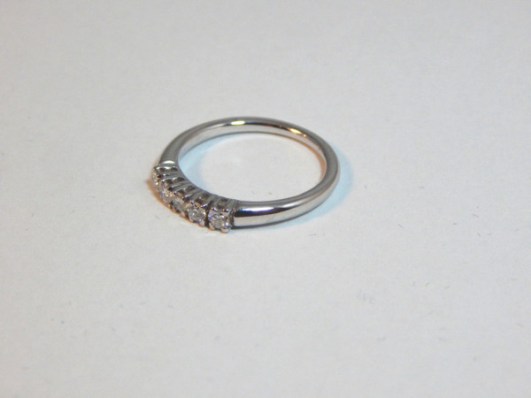 Anello con diamanti immagine 0