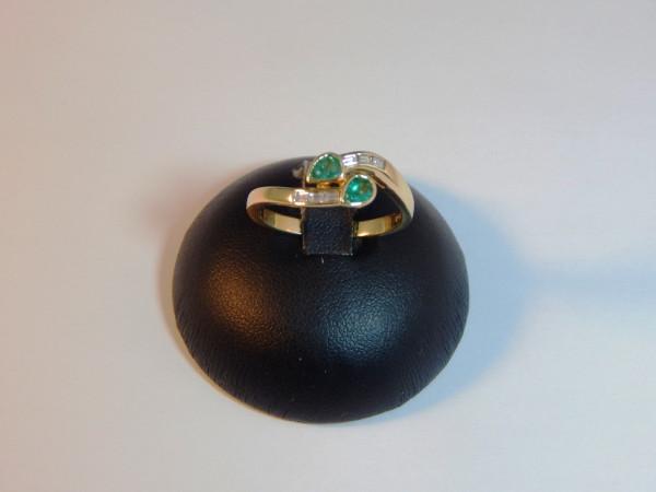 Anello con smeraldo e diamanti immagine 0