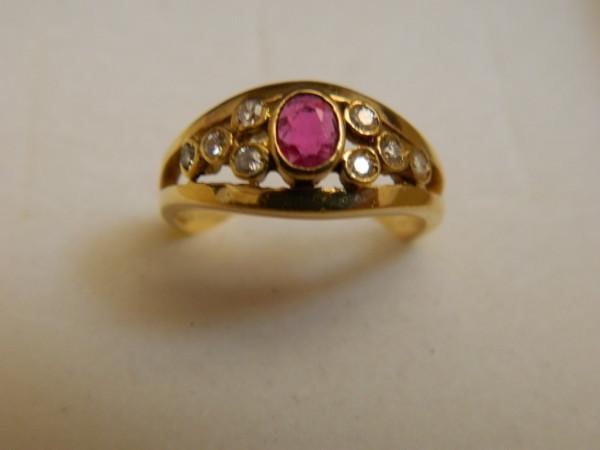 Anello con Rubino e Diamanti immagine 0